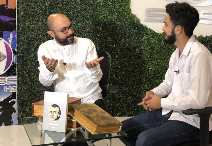 Bernardo Esquinca en entrevista con SIPSE televisión. (Novedades Yucatán)