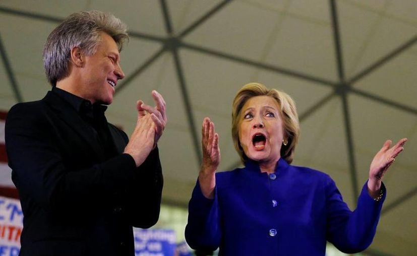 Hillary Clinton cuenta con el respaldo de un 45 por ciento de los electores estadounidenses en este momento. (AP)