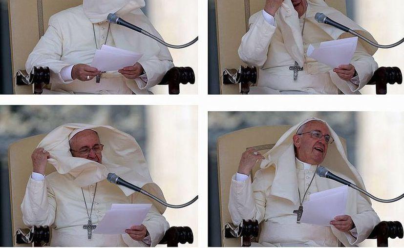 El Papa Francisco pasó apuros con la fuerza del viento, durante la tradicional audiencia de los miércoles en El Vaticano, en la cual criticó duramente a la Iglesia que preside, algo que se está volviendo común. (Agencias)