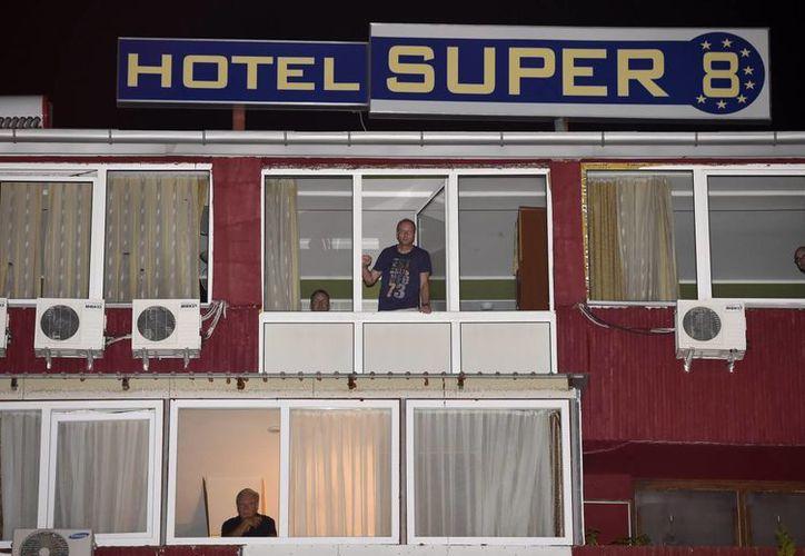 El hotel de Macedonia donde se hospedaba un británico que murió aparentemente por ébola fue sellado y todas las personas que estuvieron en contacto con él se pusieron en cuarentena. (EFE)