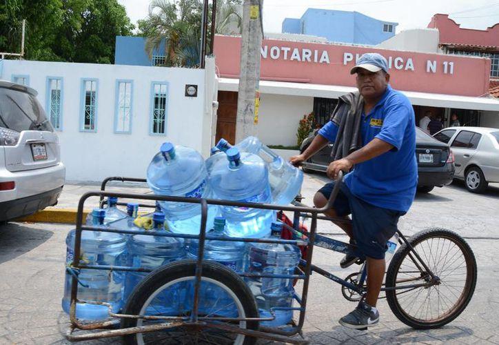 Se publicaron nuevos requerimientos para el envasado de agua purificada. (Luis Soto/SIPSE)