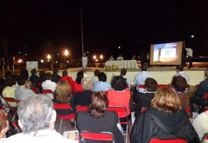 El parque de La Paz del malecón de Progreso fue sede del festejo de la agrupación altruista. (Manuel Pool/SIPSE)