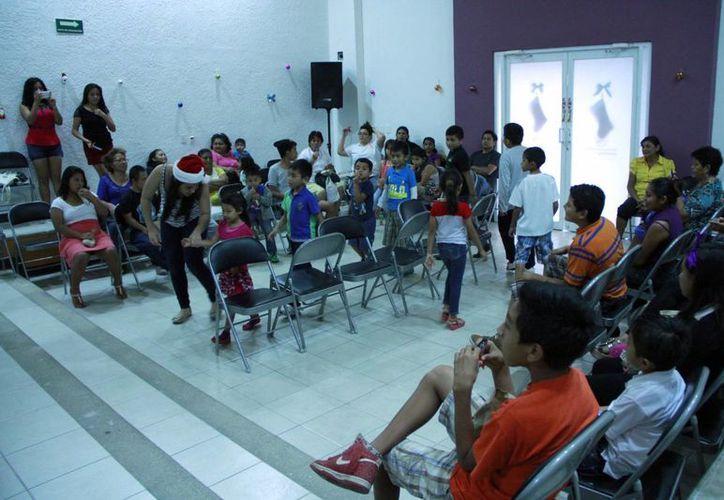 Unas 50 familias participaron en el festejo navideño. (Tomás Álvarez/SIPSE)