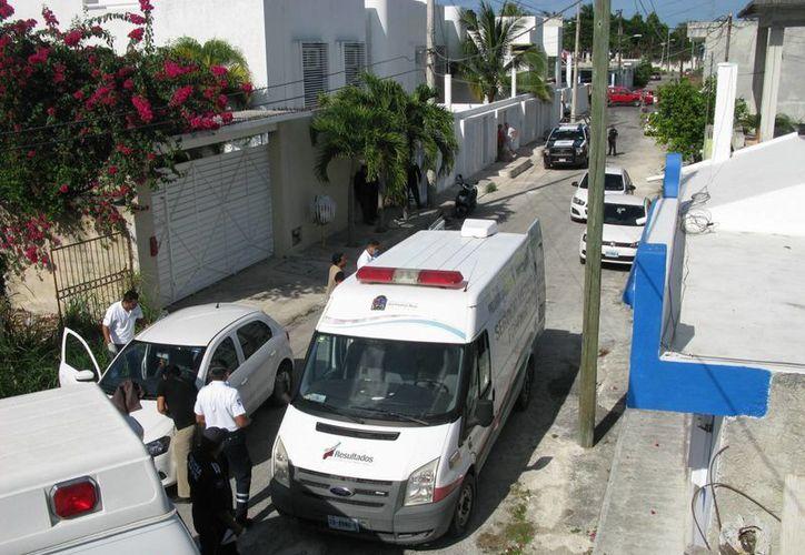 El hombre hallado muerto dentro de un auto este domingo en Cozumel, falleció por broncoaspiración. (Redacción/SIPSE)