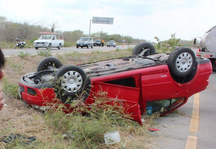 Tras el percance, la conductora, apesadumbrada, llamó a su aseguradora para reportar el accidente.  (Milenio Novedades)