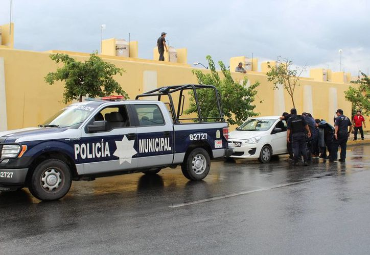 Todos los presuntos asaltantes fueron detenidos por los elementos de seguridad. (Foto: Redacción/SIPSE)