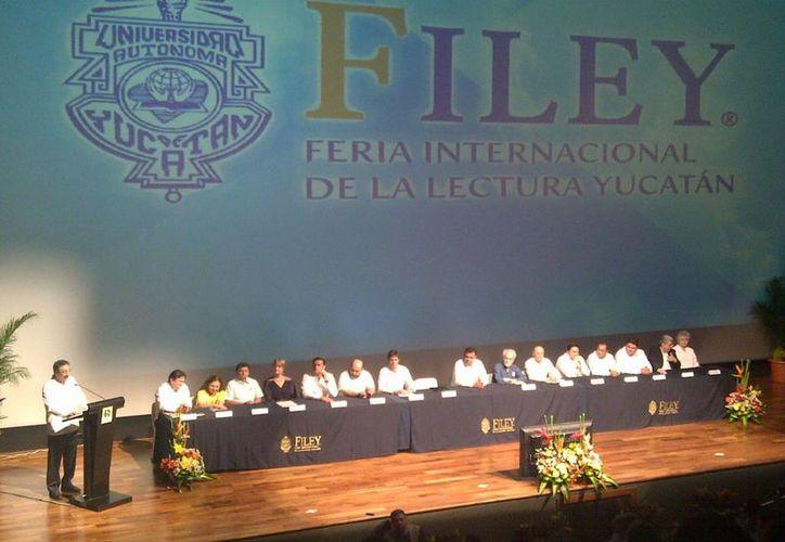 El rector de la Uady, Alfredo Dájer, declaró formalmente inaugurada la Filey. (Martha Chan/SIPSE)