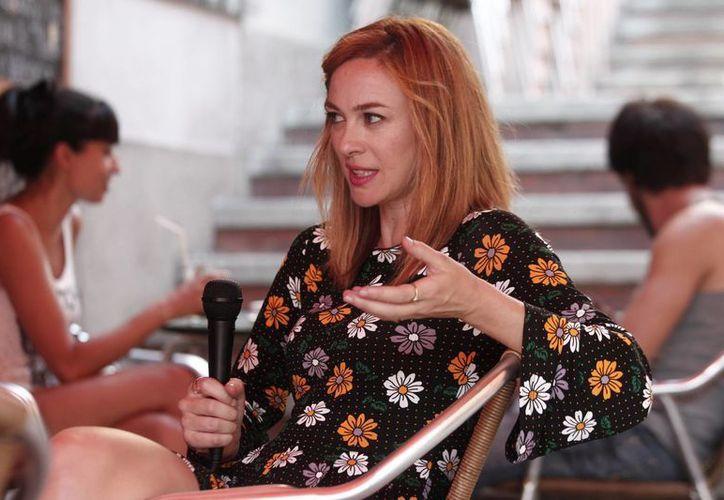La actriz Marta Hazas fue entrevistada en su país, España, antes de volar a México para filmar una película en Cancún. (Notimex)