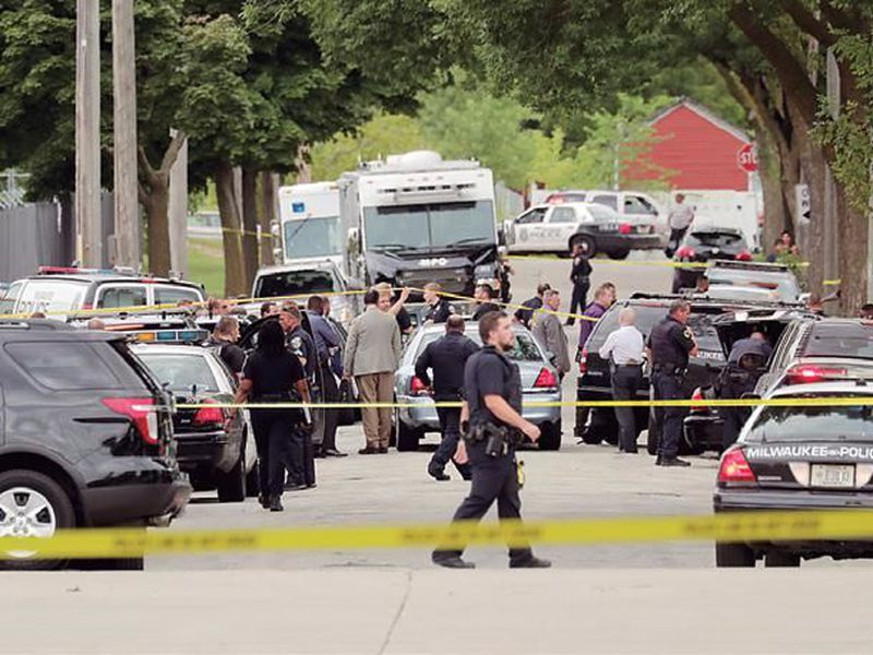 Authorities investigate the scene where a Milwaukee Police officer was fatally shot near North 28th and West Wright streets, in Milwaukee. (AP)