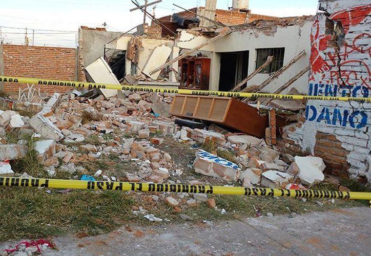 La explosión por una fuga de gas se registró durante en la madrugada en un domicilio de Aguascalientes. (excelsior.com.mx)