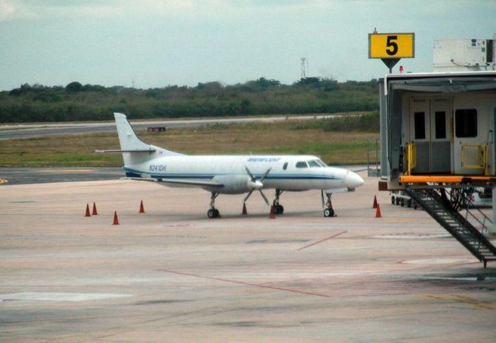 Una buena conexión aérea facilita la llegada de turistas nacionales. (Jorge Acosta/SIPSE)
