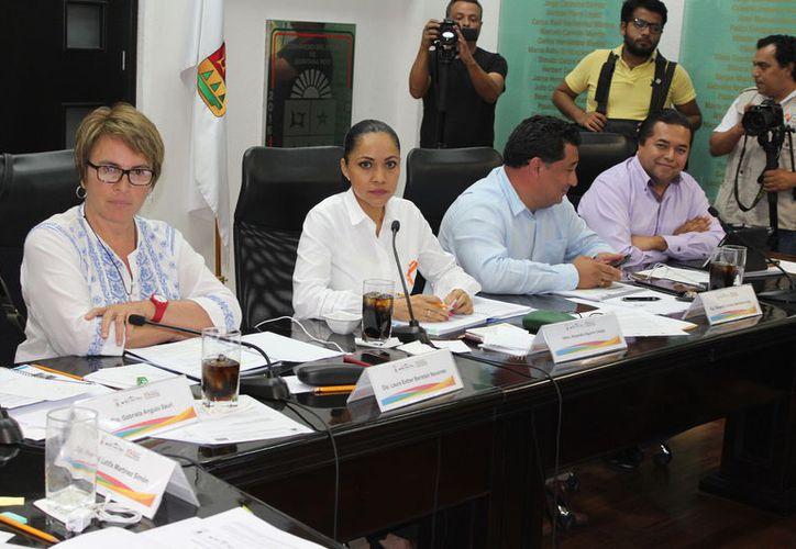 Alejandra Aguirre Crespo, titular de la Sesa, fue cuestionada por los legisladores por la falta de medicinas en centros. (Joel Zamora/SIPSE)