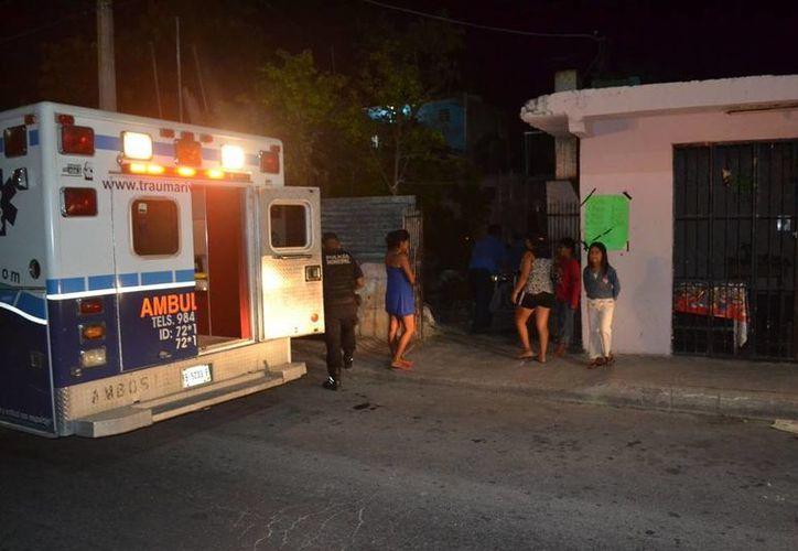 Tras ingerir cloro el iracundo hombre fue atado a una camilla y trasladado a un hospital. (Redacción/SIPSE)