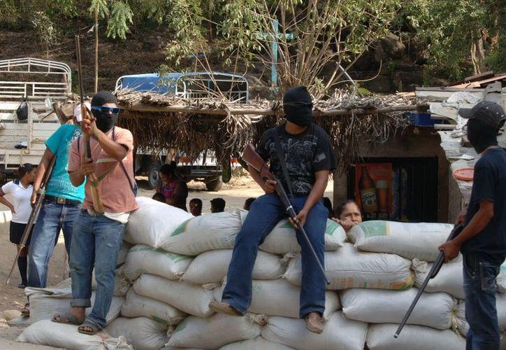 Los habitantes se encapucharon e instalaron retenes. (Archivo SIPSE)