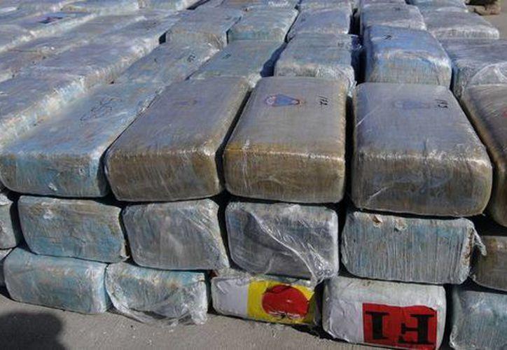 La PGR inició las investigaciones correspondientes para determinar a qué grupo criminal pertenecía la droga. (Archivo/Notimex)