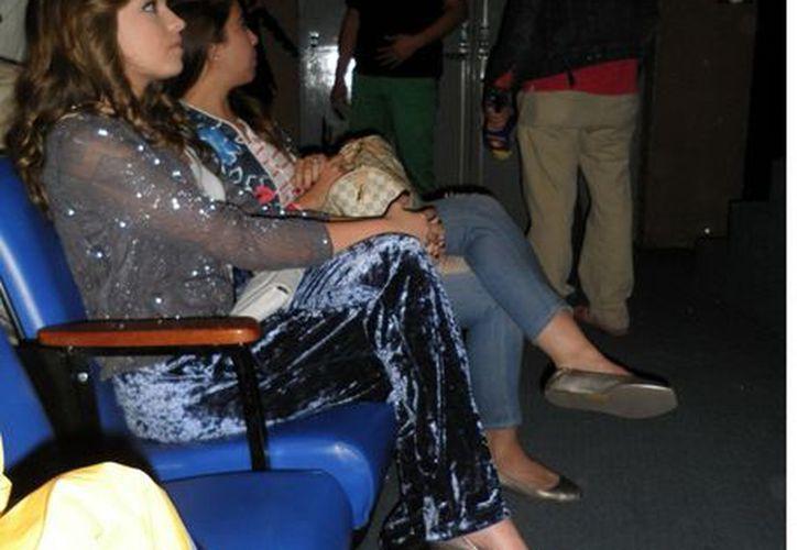 Sofía fungió como madrina del estreno de la obra Aladino y La Lámpara Maravillosa. En la imagen, con sus zapatos de 15 mil pesos. (Agencia Reforma)