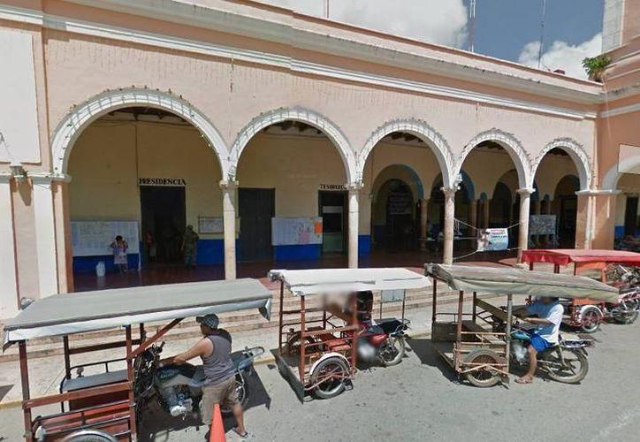 Uno de los exalcaldes denunciados es el del municipio de Halachó, cuyo palacio municipal se ve en la imagen. (Google Maps)