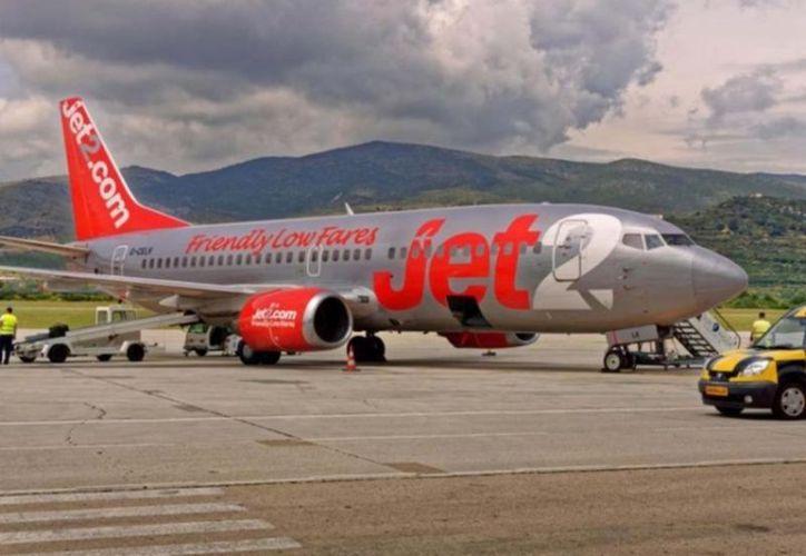 La aerolinea Jet2 confirmó que un hombre, de unos 30 años, había muerto luego de sufrir una emergencia médica en un vuelo desde Manchester. (JET/Vanguardia)