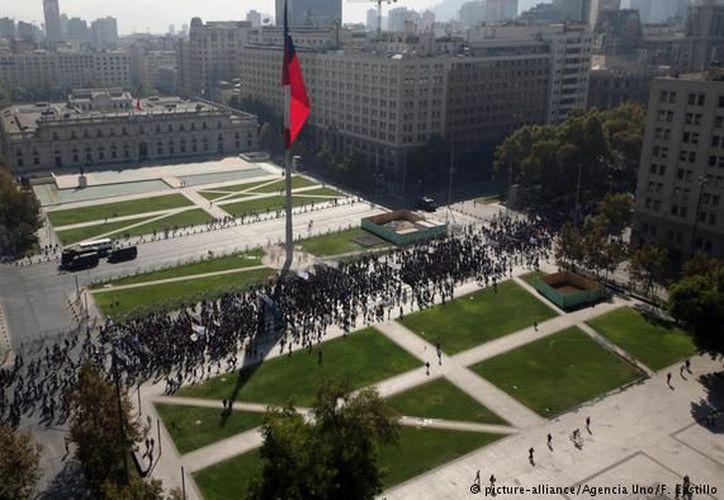 Los organizadores estimaron en unos 120.000 los participantes en la manifestación que recorrió el centro de Santiago. (Foto: Reuters)