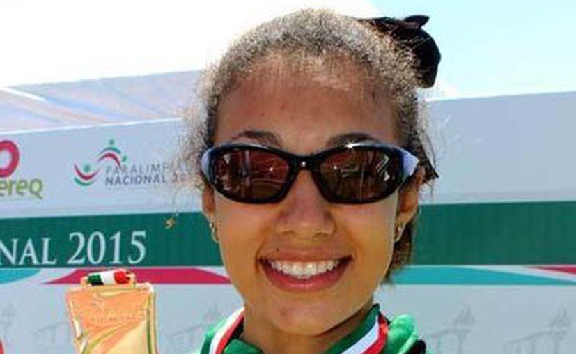 La deportista paralímpica Karla Osorio Sarabia viajó a la Ciudad de México para poder continuar su preparación de cara a las Paralimpiadas nacional 2015. (Milenio Novedades)