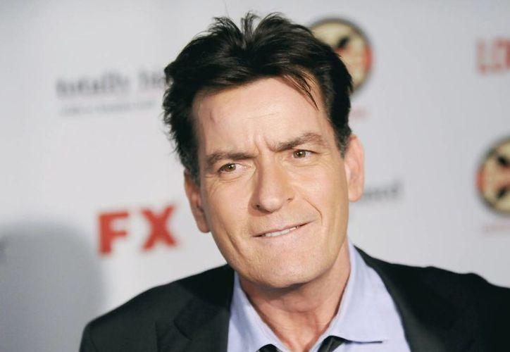 El actor Charlie Sheen (foto) fue atendido médicamente en su casa, y ya se encuentra recuperándose, según comento su representante. (AP)