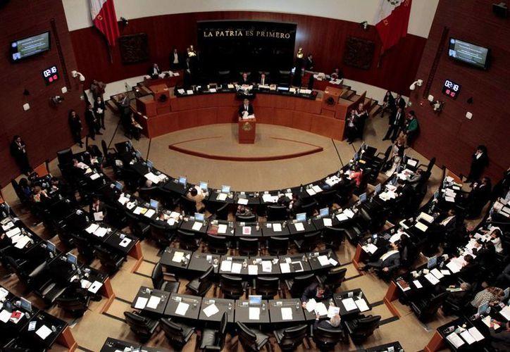 En el marco de la aprobación en el Senado de las reformas en leyes secundarias de telecomunicaciones, Javier Corral declaró que el criterio de preponderancia por servicios es un engaño, pues no permite que se escape nadie. (Notimex)
