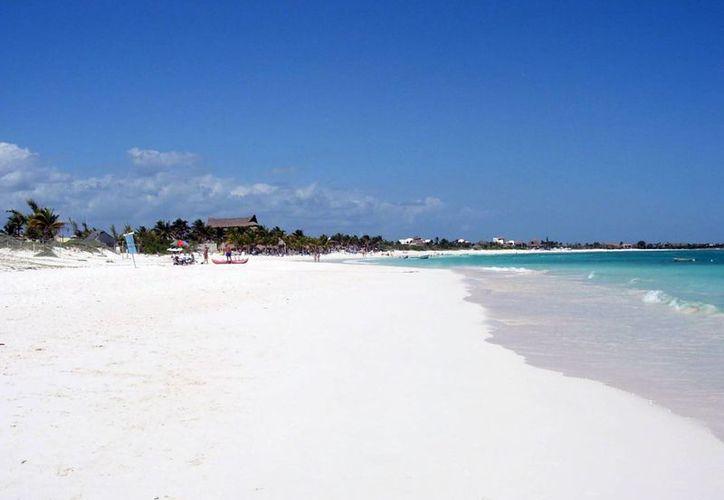 El estadounidense falleció al llegar a la orilla de la playa del hotel donde se hospedaba. (Contexto)