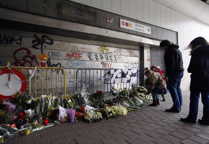 La estación Maelbeek del metro de Bruselas, donde una bomba estalló en marzo pasado, reabrirá a los pasajeros el próximo lunes. (AP)