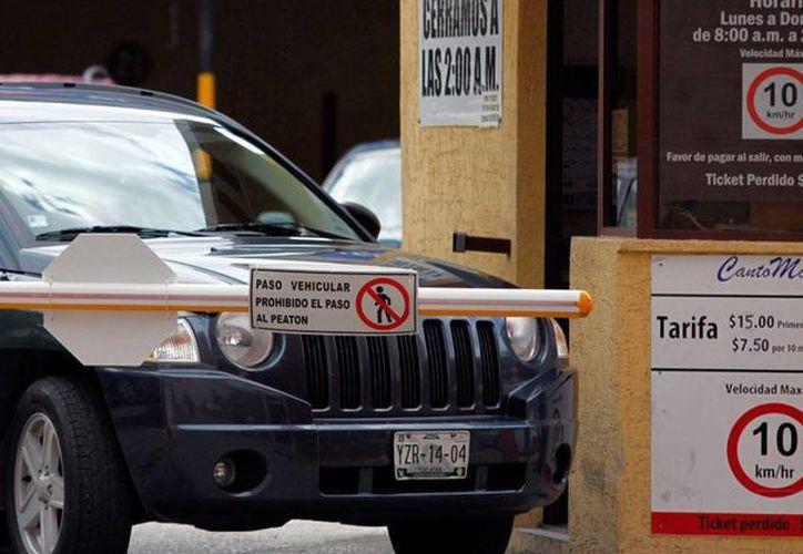El Ayuntamiento de Mérida dice 'no' a más estacionamientos en el Centro: señala que los 133 que operan en esa zona son suficientes. (Milenio Novedades)