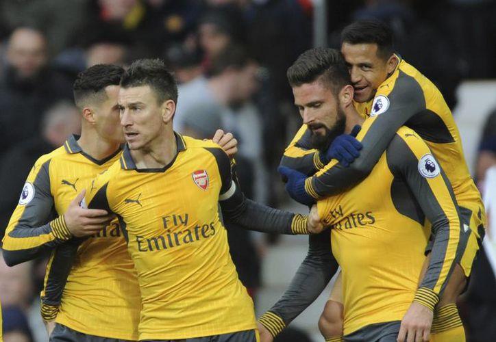 El Arsenal de Inglaterra rescató un punto importante de la casa del Manchester United. Con el resultado, los 'Gunners' se mantienen en la cuarta posición de la Premier.(Rui Vieira/AP)