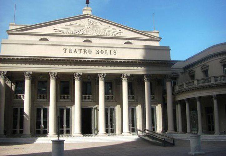 Las primeras pruebas de este sistema de audio se realizaron en el Teatro Solís de Montevideo, Uruguay. (tripadvisor.com)