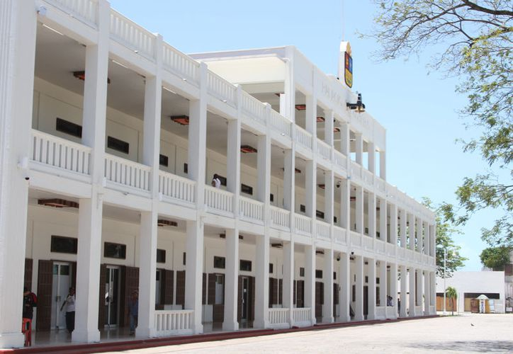La reducción se logro mediante una política de austeridad en la administración estatal, afirmó el gobernador. (Joel Zamora/SIPSE)