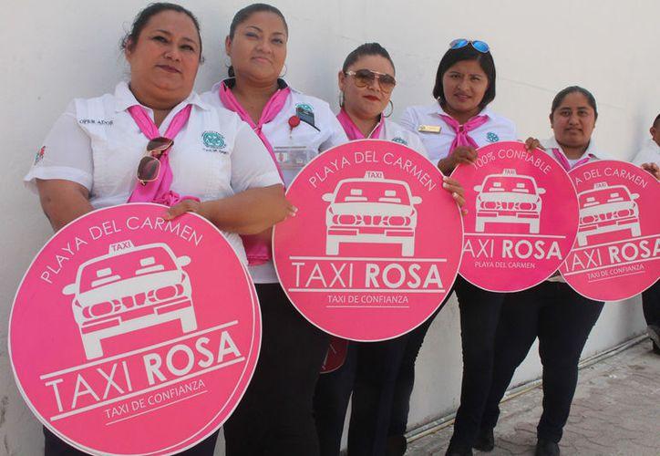 Taxi rosa es un grupo de 27 mujeres que brindan el servicio. (Foto: Adrián Barreto)