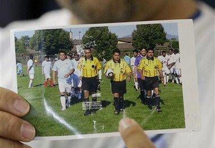 Por marcar una falta, el árbitro recibió un severo golpe en la cabeza que le causó la muerte. (Agencias)
