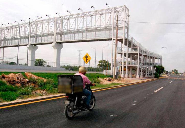 Un peatón que cruzó el anillo periférico por una zona prohibida provocó la muerte un motociclista. Ahora tendrá que pagar 50 mil pesos. La imagen es únicamente ilustrativa. (SIPSE)