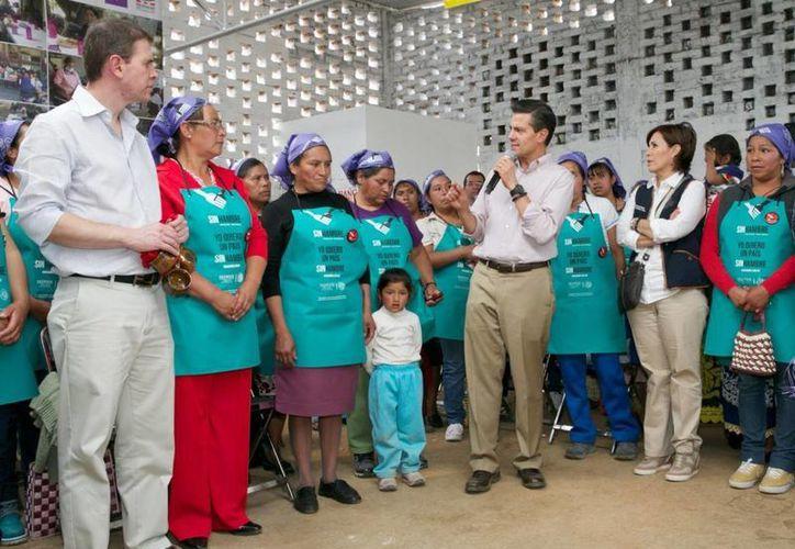 Peña Nieto sostuvo un encuentro con comunidades purépechas en el marco de la Cruzada contra el Hambre en Michoacán. (Presidencia)