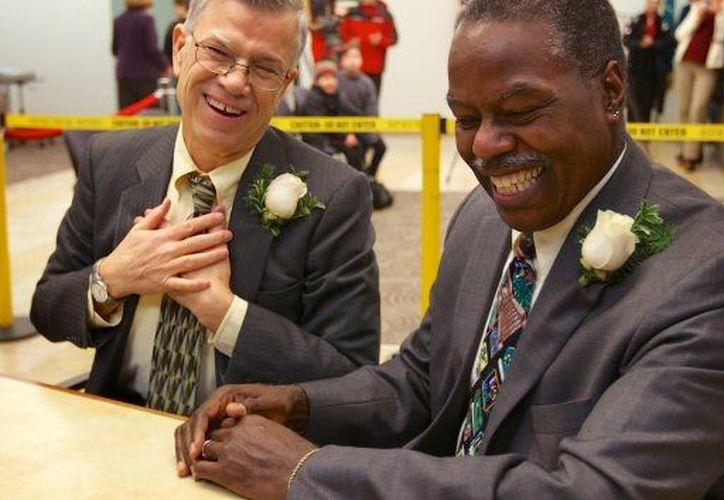 Las parejas deben presentar la solicitud tres dias antes de la fecha de boda. (Agencias)