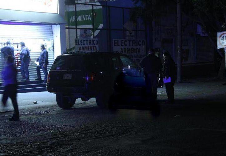 Dentro de una camioneta Jeep Cherokee y con cuatro cuchilladas fue hallado el cadáver del expugilista Juan José 'Dinamita' Estrada en Tijuana. (cadenanoticias.mx)