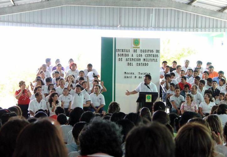 El Gobernador del Estado se comprometió a actualizar las estrategias educativas. (José Acosta/SIPSE)