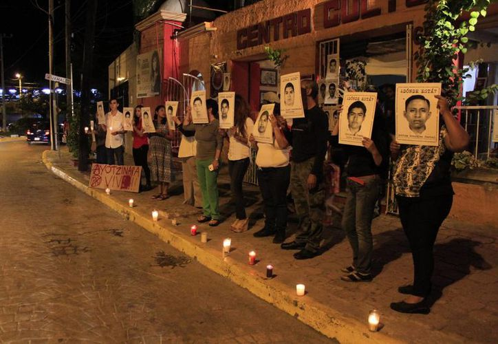 Los cancunenses mantienen el apoyo a los padres de los jóvenes desaparecidos. (Sergio Orozco/SIPSE)