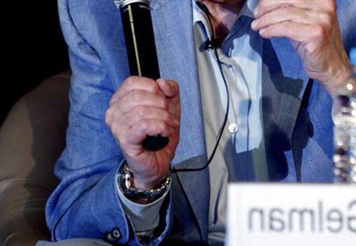 Juan Gelman abandonó sus estudios de química para dedicarse al periodismo y la poesía. (Notimex)