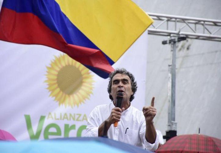 La candidatura de Fajardo también cuenta con apoyos decididos que lo acompañan recorriendo las calles de las ciudades. (Notimex)