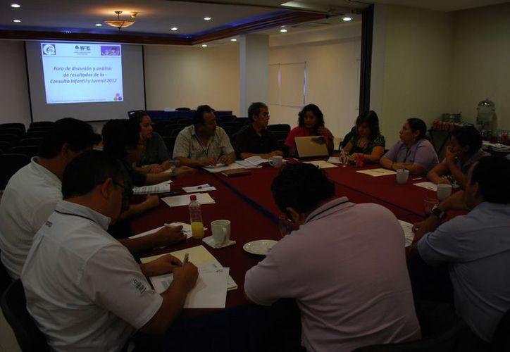 Realizan el foro de análisis y discusión con actores civiles de diversos grupos. (Tomás Álvarez/SIPSE)