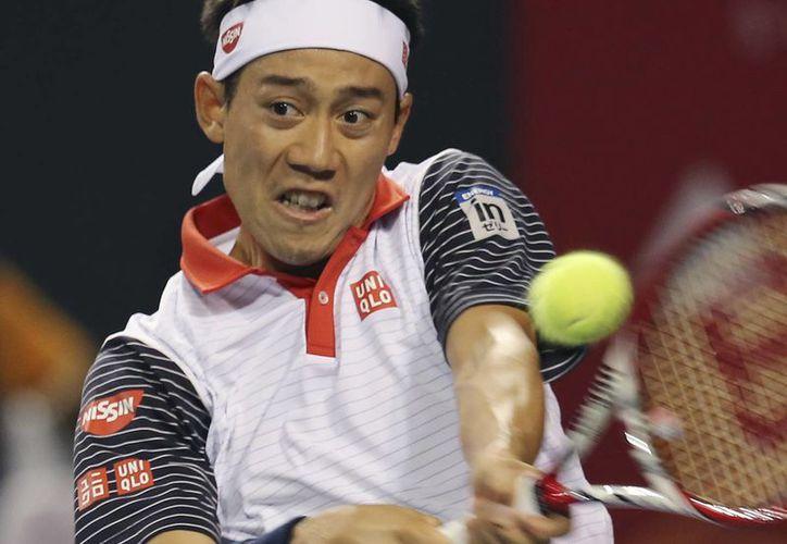 Nishikori ademas de batallar con sus rivales, lo hace con un dolor de espalda baja. (Foto: AP)