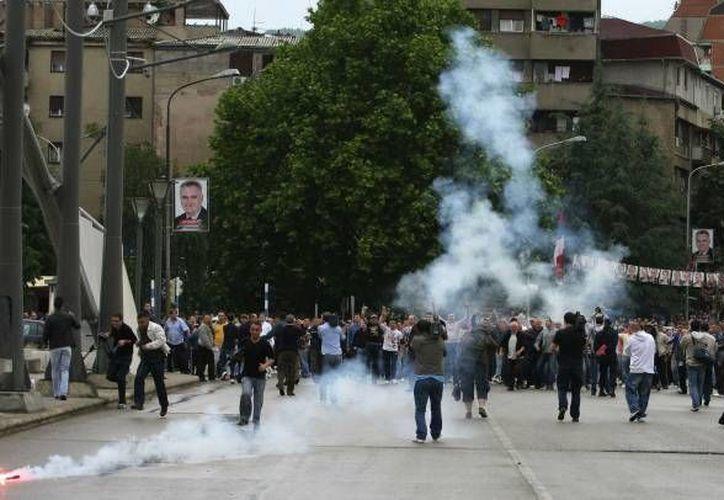 La protesta del sábado sucede a una semana de manifestaciones en todo Kosovo organizadas por partidos opositores. (Archivo/AP)