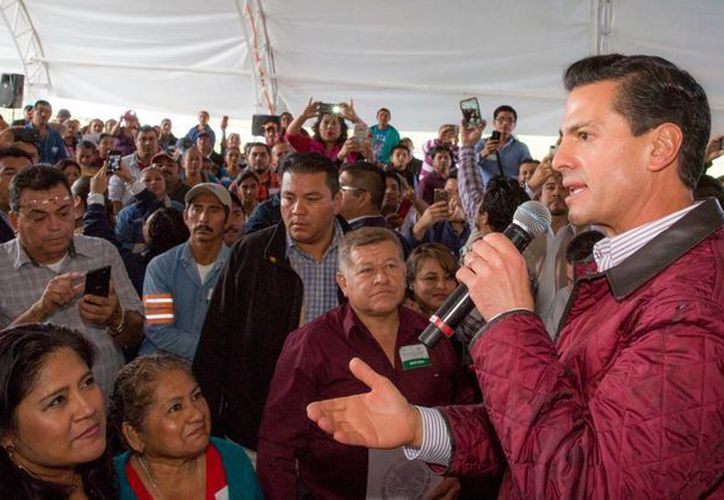 En Tabasco, Peña Nieto destacó la menor dependencia de la economía nacional a los hidrocarburos. (Presidencia)