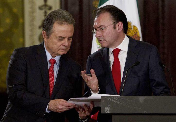 El secretario de Energía, Pedro Joaquín Coldwell, y el secretario de Hacienda, Luis Videgaray Caso, durante la presentación de la iniciativa de leyes secundarias en materia energética. (Notimex)