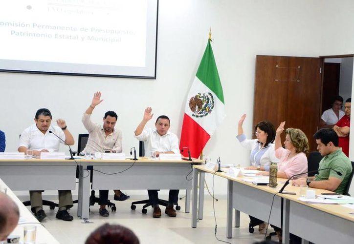 La aprobación de los dictámenes para el Paquete Fiscal de 2016 fue por unanimidad. Imagen de los integrantes de la Comisión de Presupuesto del Congreso del Estado. (Milenio Novedades)