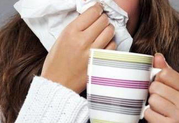 Reportan aumento de enfermedades respiratorias por temporada de frío. Autoridades de salud hacen un llamado a evitar la automedicación, ya que de lo contrario el brote epidémico será mayor. (Milenio Novedades)