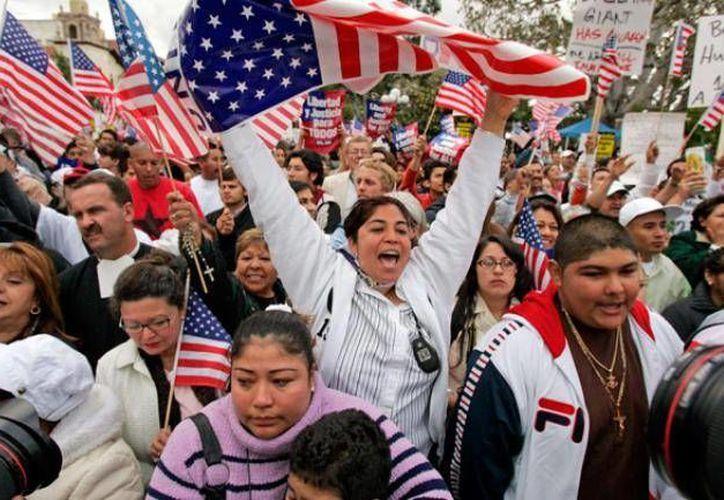 La campaña de varios estados comenzó esta semana con California, donde 1.1 millones de inmigrantes son aptos para acogerse a los planes de suspensión de deportación. (Archivo/AP)